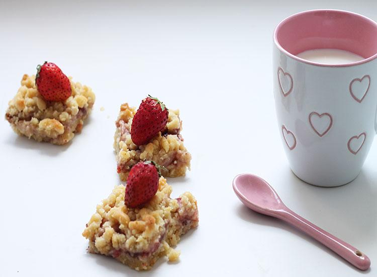 עוגיות בצק פריך במילוי ריבת תותים