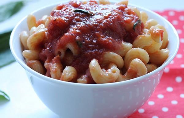 פסטה ברוטב עגבניות ובזיליקום