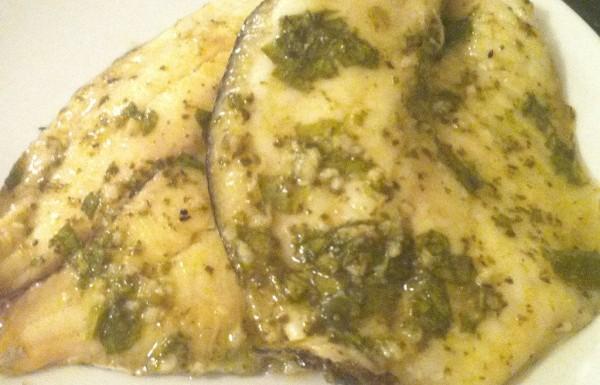 פילה מושט אפוי בתנור עם עשבי תיבול, לימון שום ושמן זית
