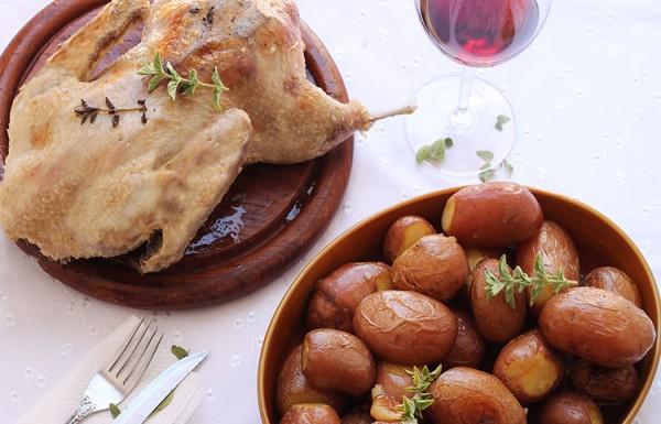 ברווז ותפוחי אדמה בתנור
