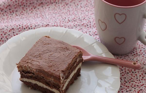 עוגת ביסקויטים עם קרם שוקולד