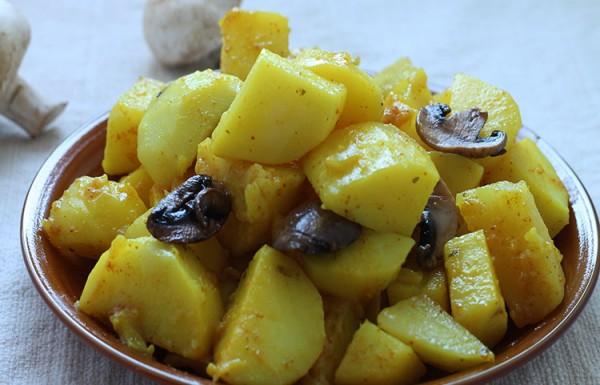 תפוחי אדמה ופטריות במחבת