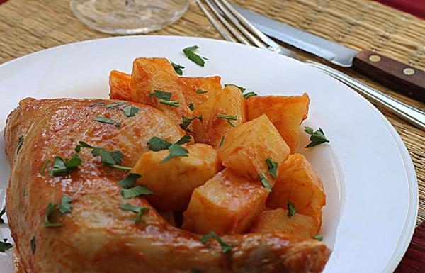 עוף ותפוחי אדמה מבושלים