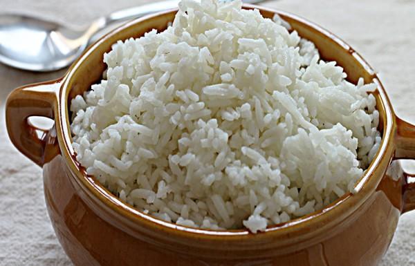 אורז לבן שיוצא אחד אחד