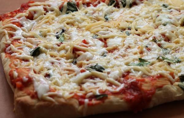 פיצה ביתית מקמח שמרים
