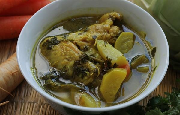 מרק ירקות עם עוף מבית אמא