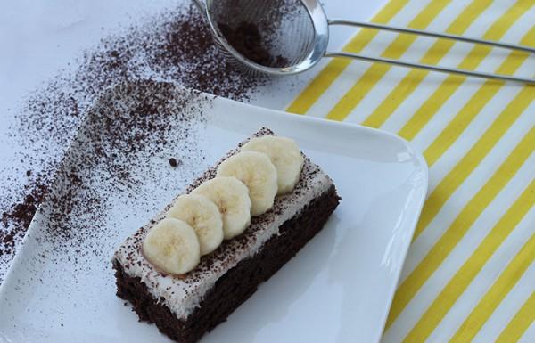 עוגת שוקולד עם קרם בננות