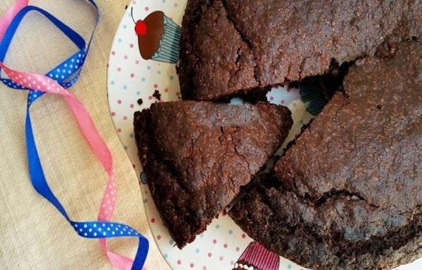 עוגת שוקולד מ-4 מרכיבים!