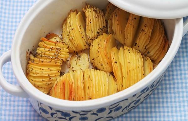 מניפות תפוחי אדמה בתנור